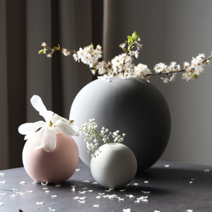 ball-vase-grey-pink-white-1